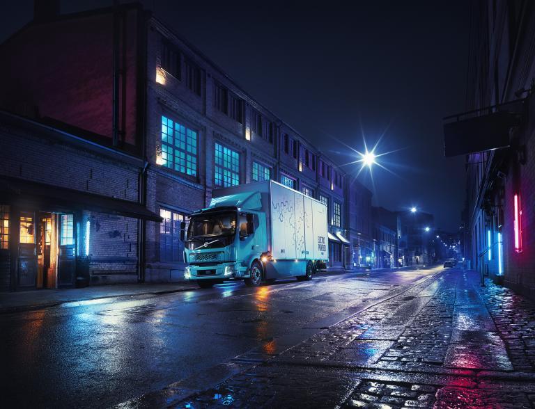 Στην πρίζα το ηλεκτρικό φορτηγό της Volvo | tanea.gr