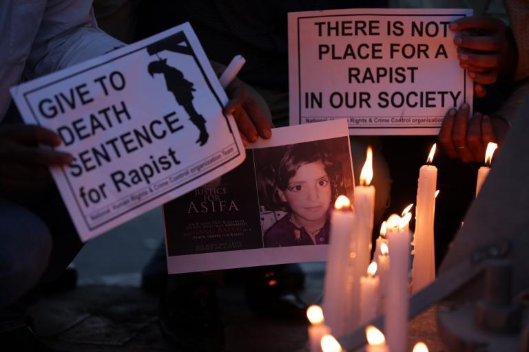 Οργή στην Ινδία για τον βιασμό και θάνατο 11χρονου κοριτσιού | tanea.gr