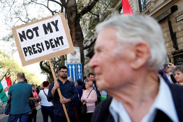 100.000 κατά του «Βικτάτορα» | tanea.gr