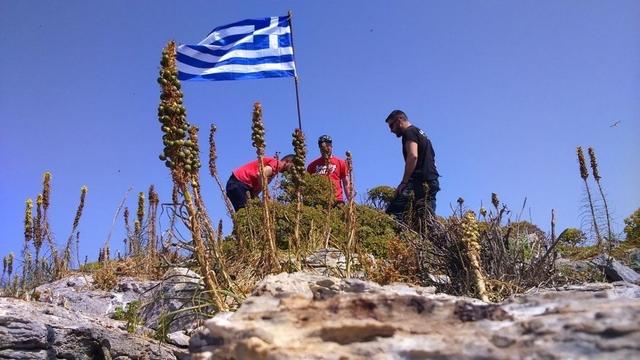 Τι απάντησε ο νεαρός στον Καμμένο για τη σημαία στη βραχονησίδα | tanea.gr