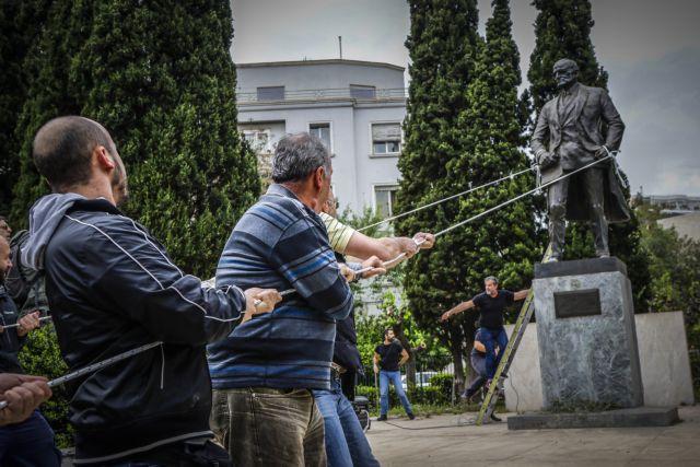 Συμπλοκές μεταξύ διαδηλωτών και ΜΑΤ | tanea.gr