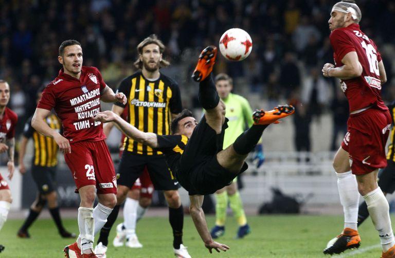 Κύπελλο: Με απίστευτο γκολ στο 94′ ο Λάζαρος έστειλε την ΑΕΚ στον τελικό | tanea.gr