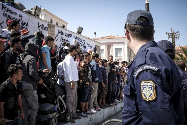 Θα κυκλοφορούν ελεύθερα όσοι ζητούν άσυλο | tanea.gr