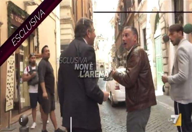 Ιταλία: Πρώην υπουργός χαστούκισε on air δημοσιογράφο (βίντεο) | tanea.gr