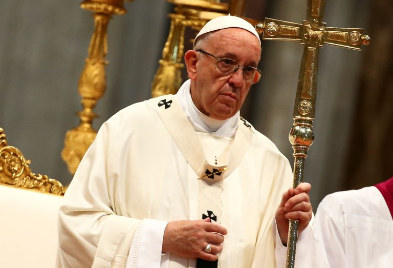 Ο πάπας Φραγκίσκος κερνάει παγωτά τους άστεγους της Ρώμης | tanea.gr
