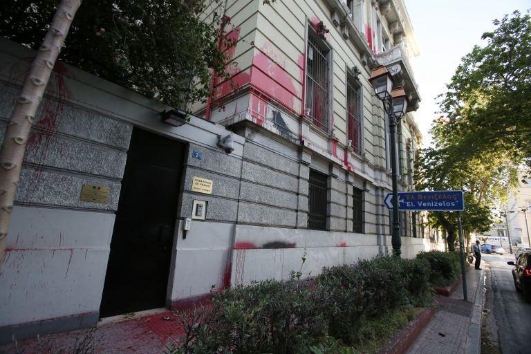 ΥΠΕΞ κατά Ρουβίκωνα για την επίθεση στην Γαλλική πρεσβεία | tanea.gr