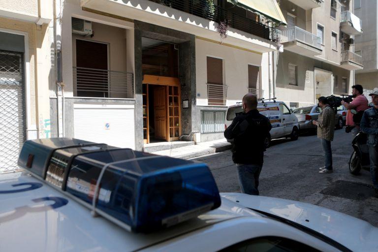 Επίθεση με μαχαίρι και οξύ σε αστυνομικούς στον Αγιο Παντελεήμονα | tanea.gr
