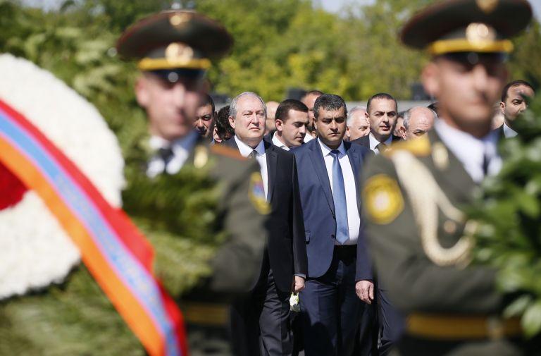 Οι Αρμένιοι τιμούν τη μνήμη των θυμάτων της γενοκτονίας του 1915 | tanea.gr