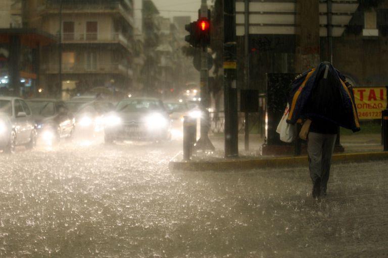 Πλημμύρες και συγκρούσεις ΙΧ από την καταιγίδα στη Θεσσαλονίκη | tanea.gr