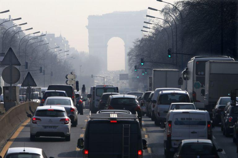 Tα οδικά μέσα μεταφοράς υπεύθυνα για το 25% των εκπομπών CO2 στην ΕΕ | tanea.gr