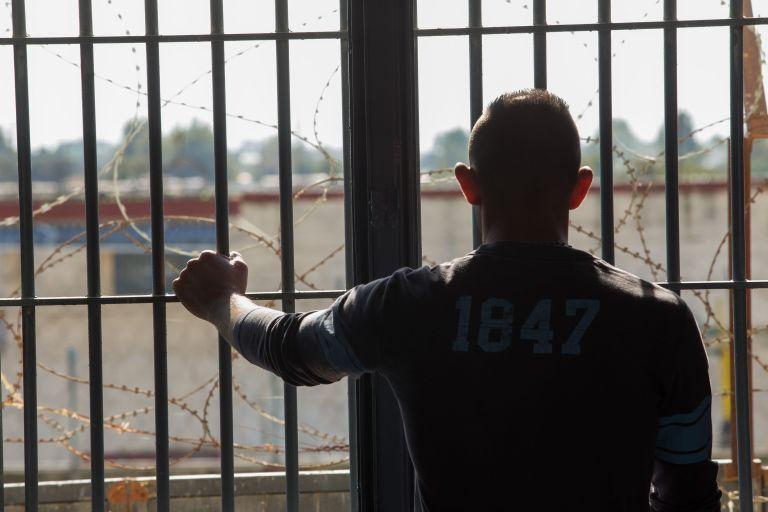 Επίθεση κρατουμένου σε σωφρονιστικούς υπαλλήλους στις φυλακές Διαβατών | tanea.gr