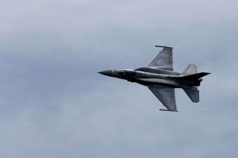 ΝΔ: Εξωθεσμικά κινείται η κυβέρνηση στην αναβάθμιση των F-16   tanea.gr
