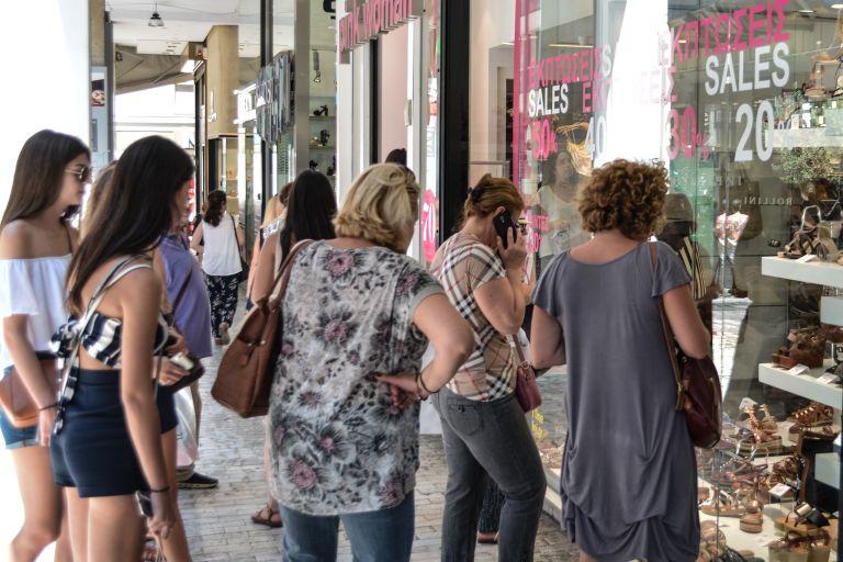 Ανοικτά τα εμπορικά καταστήματα στην Αττική την αργία του Αγίου Πνεύματος | tanea.gr
