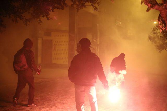 Επιθέσεις με μολότοφ στο κέντρο της Αθήνας | tanea.gr