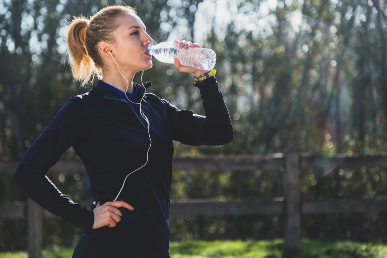Γιατί πρέπει να πίνουμε νερό – Οι ευεργετικές ιδιότητές του   tanea.gr