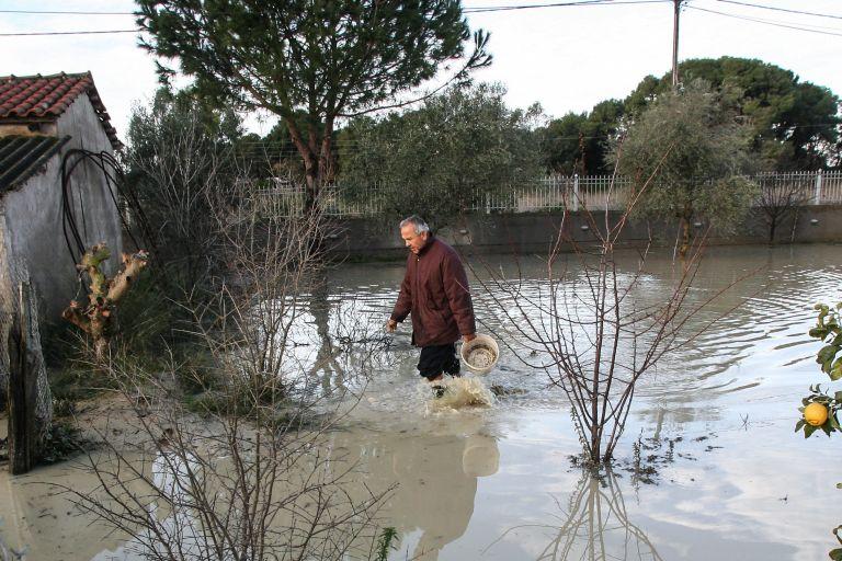 Πλημμύρες και καταστροφές από τις ισχυρές βροχοπτώσεις σε Ηλεία και Λευκάδα | tanea.gr