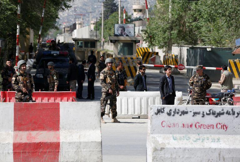 Η αστυνομία πυροβόλησε επίδοξο βομβιστή αυτοκτονίας στην Καμπούλ | tanea.gr
