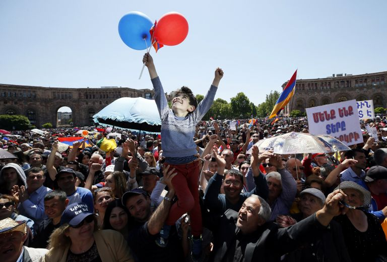 Αρμενία: Πάνω από 20.000 διαδηλωτές ζητούν την εκλογή του Νικόλ Πασινιάν | tanea.gr