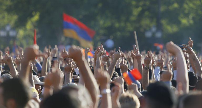 Αρμενία: Σε αποκλεισμό δρόμων καλεί ο ηγέτης της αντιπολίτευσης | tanea.gr