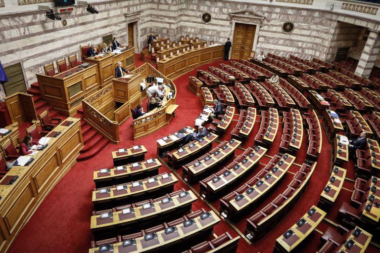 Νομοσχέδιο για αναδοχή: Ποιοι πήγαν κόντρα στη γραμμή του κόμματος | tanea.gr