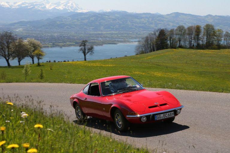 Οpel: Με πέντε κλασικά αυτοκίνητα ανεβαίνει τις Άλπεις | tanea.gr