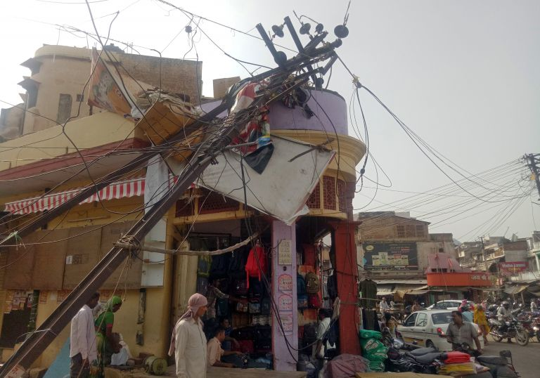 Ινδία: 98 νεκροί και δεκάδες τραυματίες από αμμοθύελλες | tanea.gr