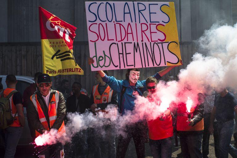 Συνεχίζονται οι απεργίες στους γαλλικούς σιδηροδρόμους | tanea.gr