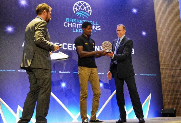 MVP του Basketball Champions League ο Μάνι Χάρις της ΑΕΚ | tanea.gr