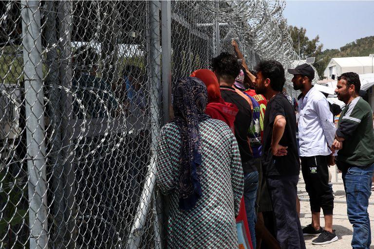 Μυτιλήνη: 900 κούρδοι εγκατέλειψαν τον προσφυγικό καταυλισμό της Μόριας   tanea.gr