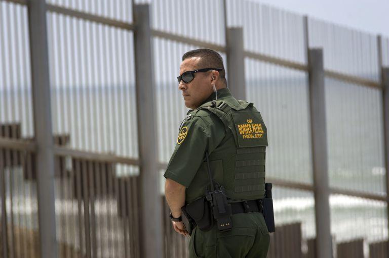 Σχέδιο που θα χωρίζει οικογένειες παράτυπων μεταναστών εξετάζουν οι ΗΠΑ | tanea.gr