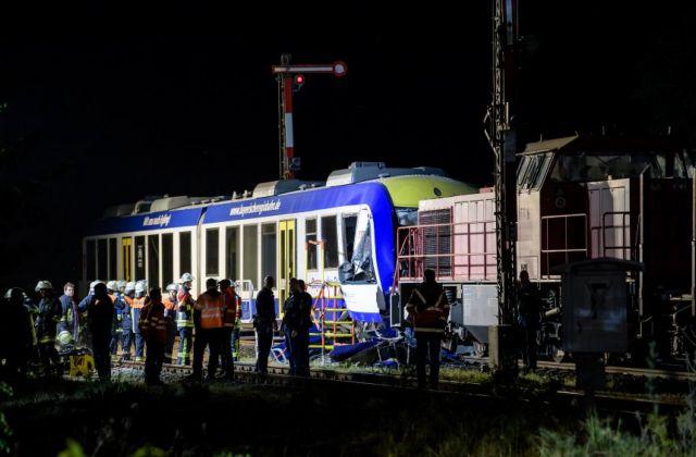 Δυο νεκροί σε σύγκρουση τρένων στη Βαυαρία   tanea.gr