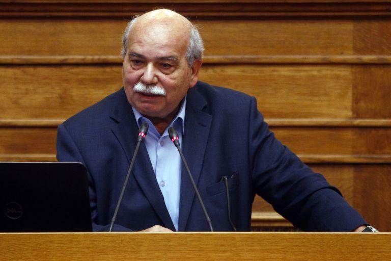 Διέψευσε τα περί παραίτησης του γενικού γραμματέα της Βουλής ο Βούτσης   tanea.gr
