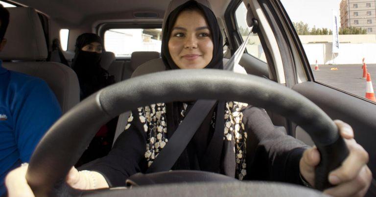 Τον Ιούνιο οι γυναίκες στη Σαουδική Αραβία πιάνουν το τιμόνι | tanea.gr