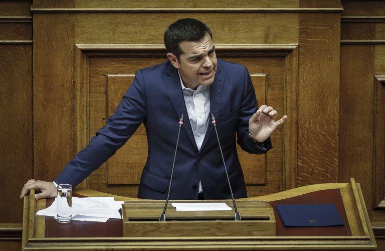 Historic same-sex foster parenthood law passes, but divides parties in parliament   tanea.gr