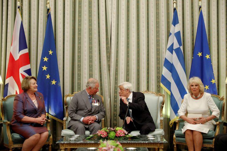 Το εντυπωσιακό δώρο που έκανε ο Πρ. Παυλόπουλος στον πρίγκιπα Κάρολο | tanea.gr