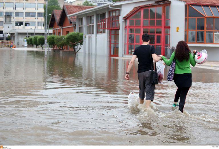 «Πολυκυτταρική καταιγίδα» έπληξε τη Θεσσαλονίκη | tanea.gr