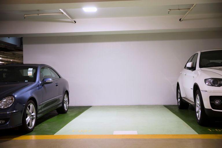 Βρετανία: Παρκάρισμα εξ αποστάσεως με ένα κουμπί | tanea.gr