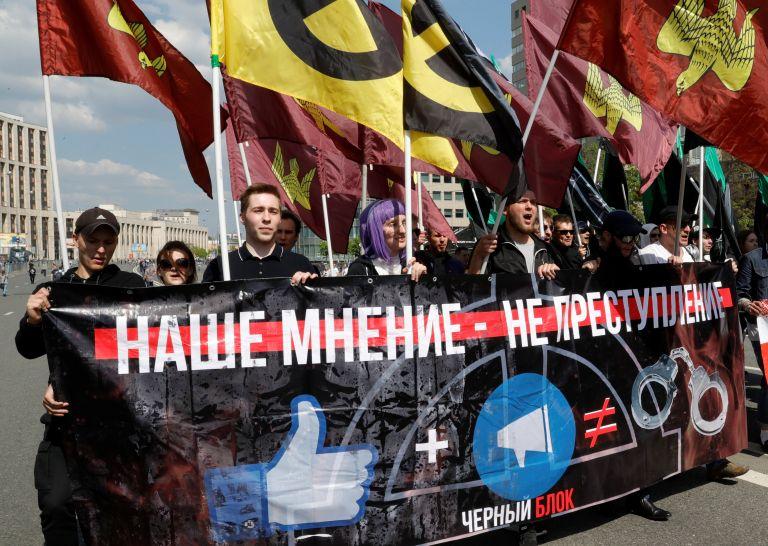 Πάνω από 20 συλλήψεις σε διαδήλωση για ελεύθερο ίντερνετ   tanea.gr