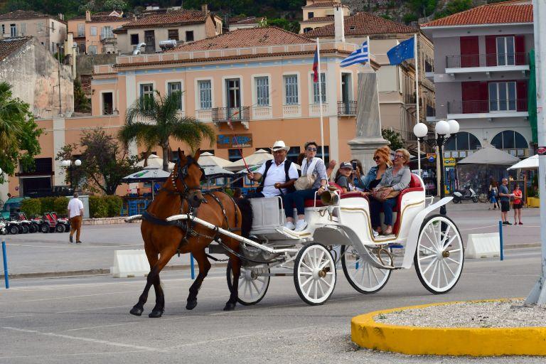 Two billion euros in revenues from senior citizen tourists in 2016 | tanea.gr