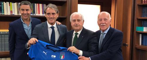 Ο Ρομπέρτο Μαντσίνι είναι και επίσημα ο νέος προπονητής της Εθνικής Ιταλίας | tanea.gr
