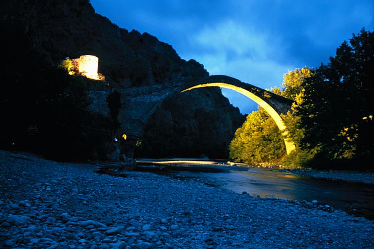 Μοναδική εμπειρία στα εκπληκτικά γεφύρια των Ιωαννίνων | tanea.gr
