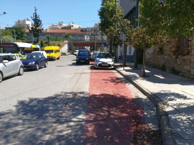 Κυριαρχία του αυτοκινήτου και στους ποδηλατόδρομους | tanea.gr