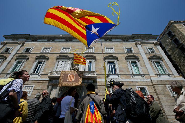 Δύο κρατούμενοι και δύο αυτοεξόριστοι στη νέα κυβέρνηση της Καταλωνίας   tanea.gr