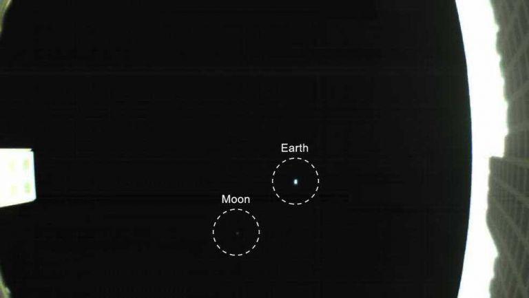 Εντυπωσιακή εικόνα της Γης από δορυφόρο που ταξιδεύει στον Αρη | tanea.gr