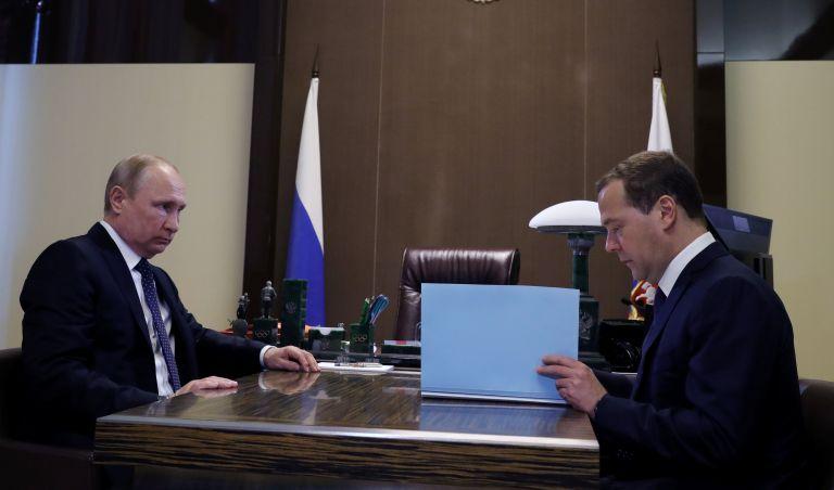 Χωρίς εκπλήξεις η νέα ρωσική κυβέρνηση | tanea.gr