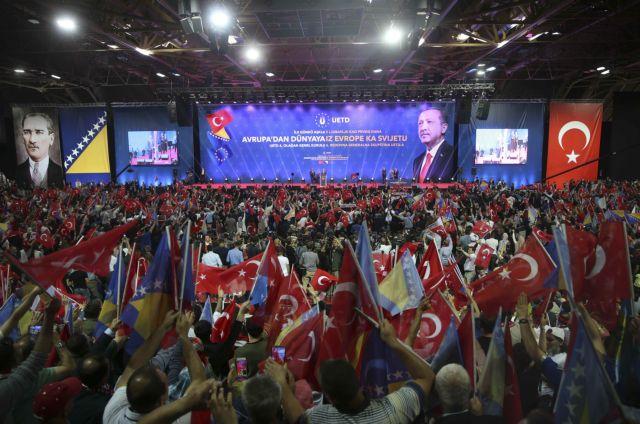 «Αλάχ Ακμπαρ» και «Σουλτάνος Ερντογάν» φώναζαν στο Σαράγεβο | tanea.gr