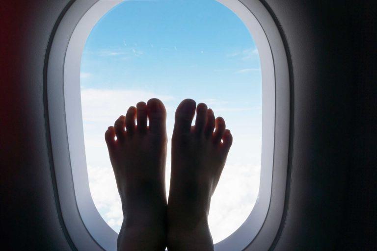 Τα πράγματα που δεν πρέπει να κάνουμε ποτέ στο αεροπλάνο | tanea.gr
