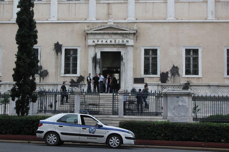 Εισβολή αντιεξουσιαστικών ομάδων στο Συμβούλιο της Επικρατείας | tanea.gr