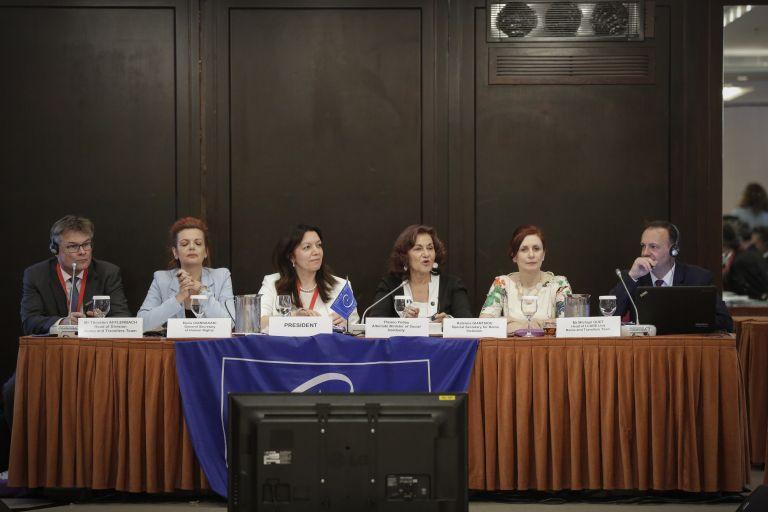Η Ελλάδα θα προτείνει απαγόρευση γάμων ανήλικων Ρομά | tanea.gr