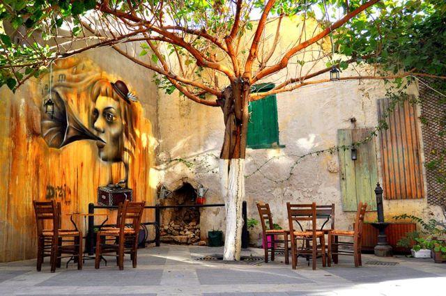 Η τέχνη δίνει χρώμα στην «Τρούμπα» Ηρακλείου | tanea.gr
